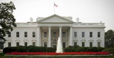 Crews evacuated from White House North Lawn, building on lockdown