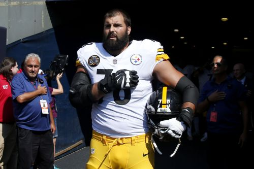 Steelers' Alejandro Villanueva 'embarrassed' by lone-wolf act