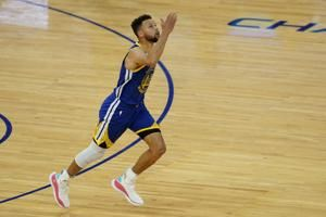 Curry passes Chamberlain for most points in Warriors history