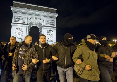 Hollande to meet with unions as police demonstrate again