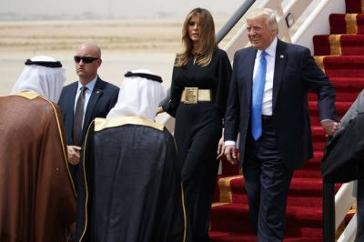 US first lady ignores Trump criticism and shuns headscarf