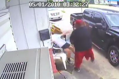 Couple viciously beats restaurant owner, her teen daughter over fast food order