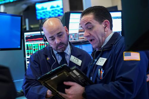 Dow plunges 400 points on fresh fears of a global slowdown