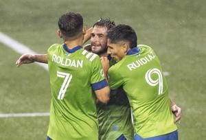 Sounders move back on top of West with 3-0 win over LAFC