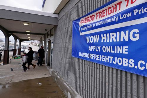 US jobless claims decline to a still-high 900,000