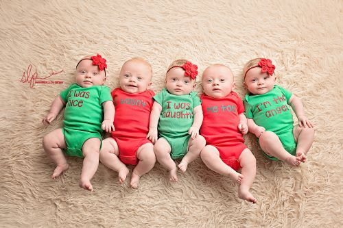 These quintuplet preemies celebrated their first Christmas with an adorable photo shoot