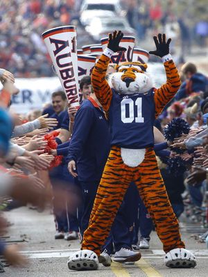 No. 6 Auburn rips Louisiana-Monroe 42-14; No. 1 Tide next