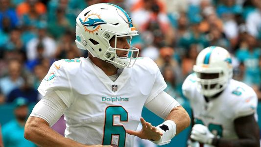 Dolphins' Jay Cutler leaves game vs. Jets with chest injury