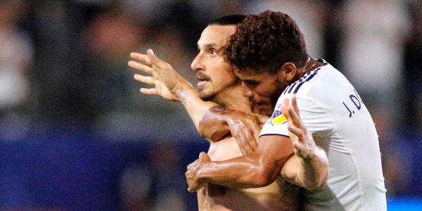Zlatan Ibrahimovic scores 500th goal on unreal roundhouse kick that was so good even opposing fans were cheering