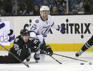 Couture lifts Sharks past Lightning 2-1