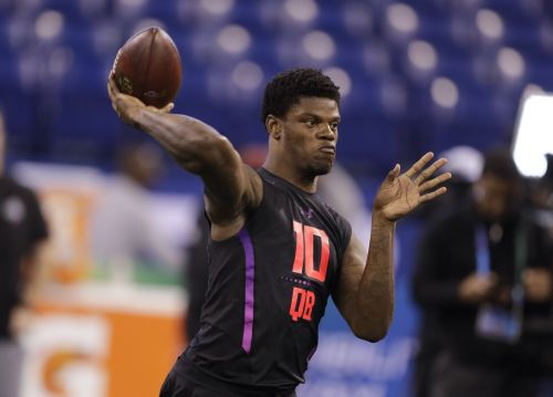 Report: Patriots 'intrigued and impressed' by quarterback draft prospect