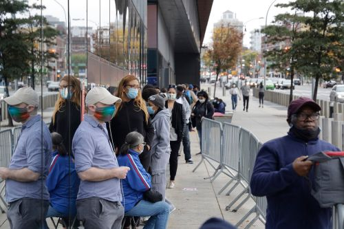 Thousands already lining up at NYC polls on first day of early voting