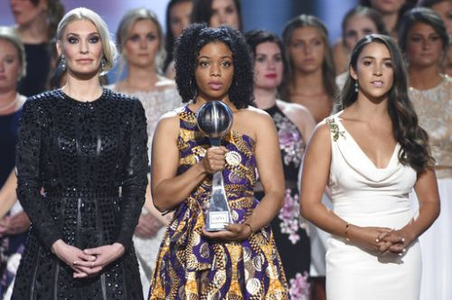 Raisman, sex abuse victims join hands, accept courage award at ESPYs