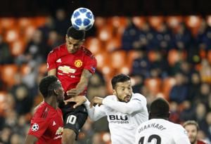 Mourinho selection backfires, United misses out on top spot