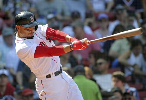 Red Sox Mookie Betts leaves game with 'left side soreness'