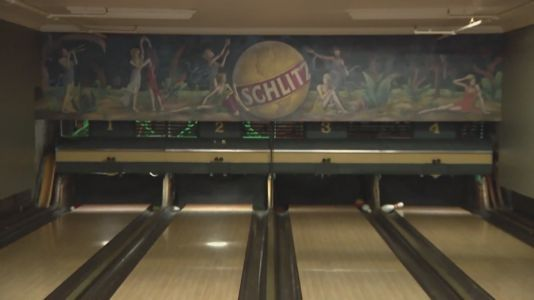 Southport Lanes to close after nearly 100 years; was one of the last bowling alleys to use human pinsetters