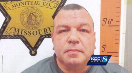 Former Missouri trooper in drowning case sues for license