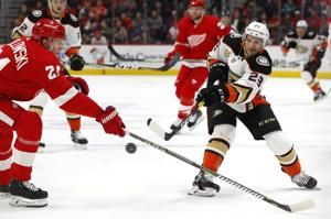 Red Wings beat Ducks 3-1, extend record losing streak to 12