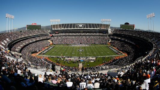 Raiders close to deal to play in Oakland Coliseum in 2019, maybe 2020, report says