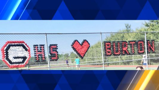Glenelg HS community shows support for principal