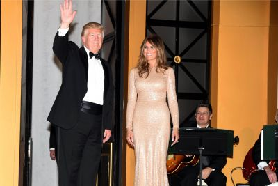 Trump thanks his supporters at candlelight dinner