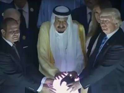 Trump's encounter with glowing orb sets Twitter alight with evil villain jokes