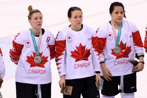 I shouldn't have removed my silver medal: Canadian hockey star