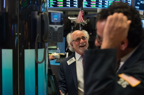 Wall St. hits new highs on bank earnings, economic optimism
