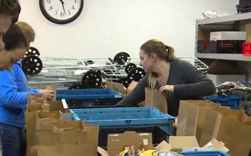 Northern Kentucky moms pack meals, snacks for kids who don't have food on weekends