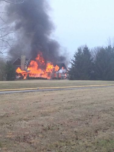 Fire destroys home in Warren County