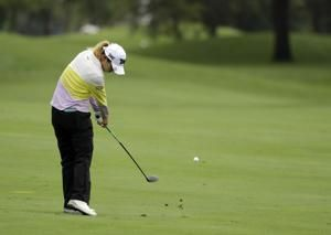 Salas shoots 62 to tie course record, take Indy LPGA lead
