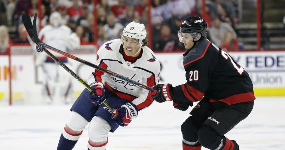 Capitals' T.J. Oshie out of playoffs with broken clavicle