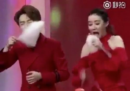 A woman annihilated her opponent in a cotton candy-eating contest - and people are losing it over the clip