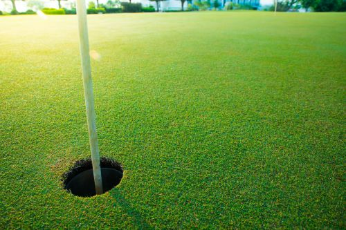 Golfer who lost suit over '$1M hole-in-one' slams judge