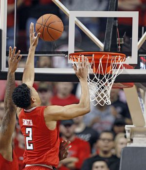 No. 8 Texas Tech tops 2nd-ranked West Virginia 72-71