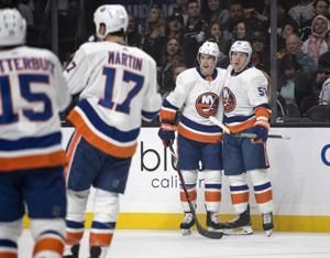 Islanders score 4 goals in 3rd period, top Kings 7-2