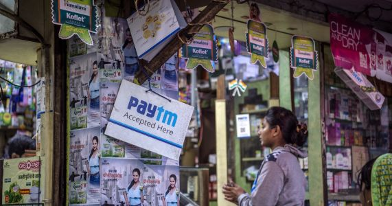 India clings to cash, even as tech firms push digital money