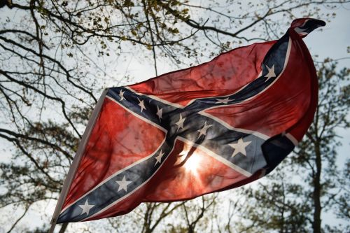 Pentagon draft policy would ban Confederate flag displays
