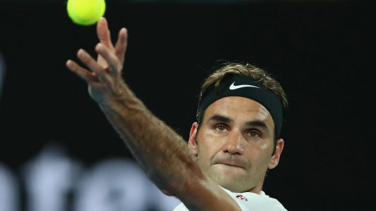 Australian Open 2018: Roger Federer marches on, Novak Djokovic beats the heat