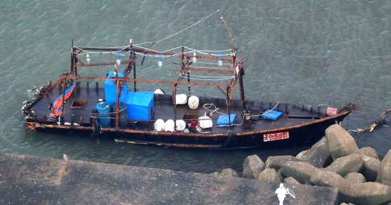 8 thought to be North Korean fishermen wash ashore in Japan