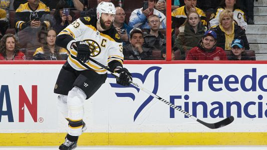 Zdeno Chara signs 1-year extension with Bruins