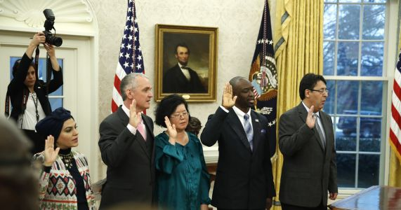 Trump celebrates new citizens in Oval Office ceremony