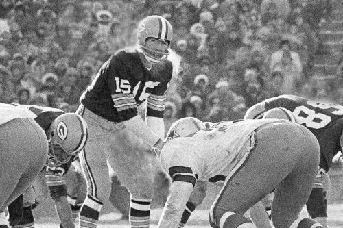Bart Starr, legendary Packers quarterback, dead at 85