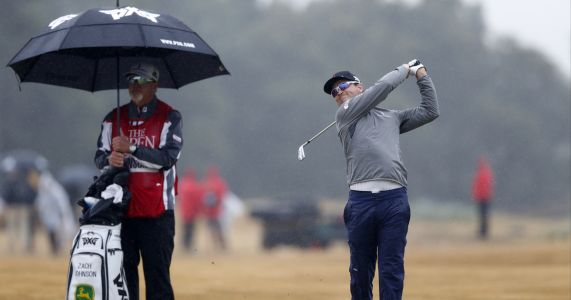 Zach Johnson takes early lead in British Open