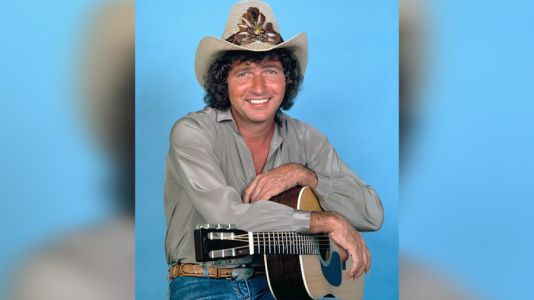 Legendary country music singer-songwriter Mac Davis dies at 78