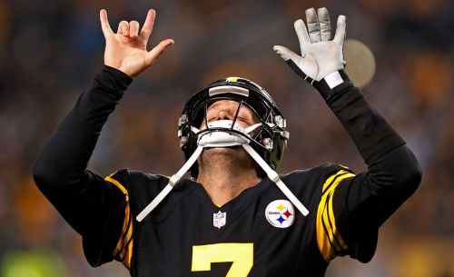 Red-hot Steelers crush Panthers 52-21, setting Heinz Field scoring record