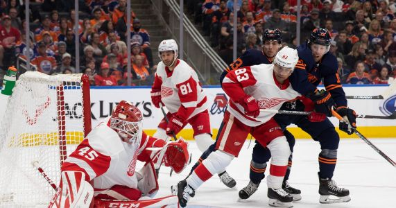 Oilers beat Red Wings 2-1 to regain NHL lead