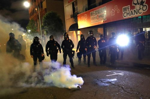Federal police officer shot dead, another wounded amid Oakland protests