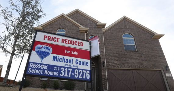 US home sales tumbled 1.2 percent in January