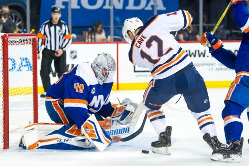 Red-hot Islanders overcome Oilers and a car alarm